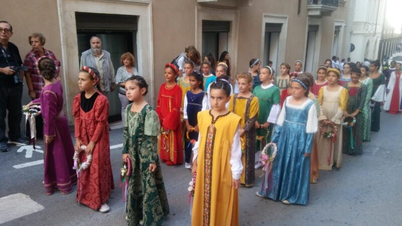 Bambini in costume  nel CORTEO DELLA BOLLABy NEWTOWN
