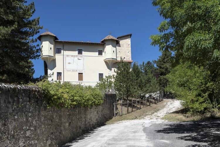 Castello Dragonetti de Torres dall'ingresso